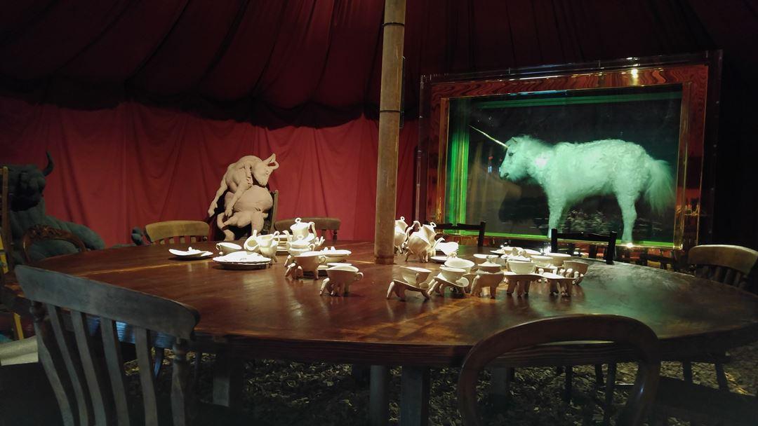 Ronit Baranga, Untitled Feast in una tenda da circo a Dismaland, 2015